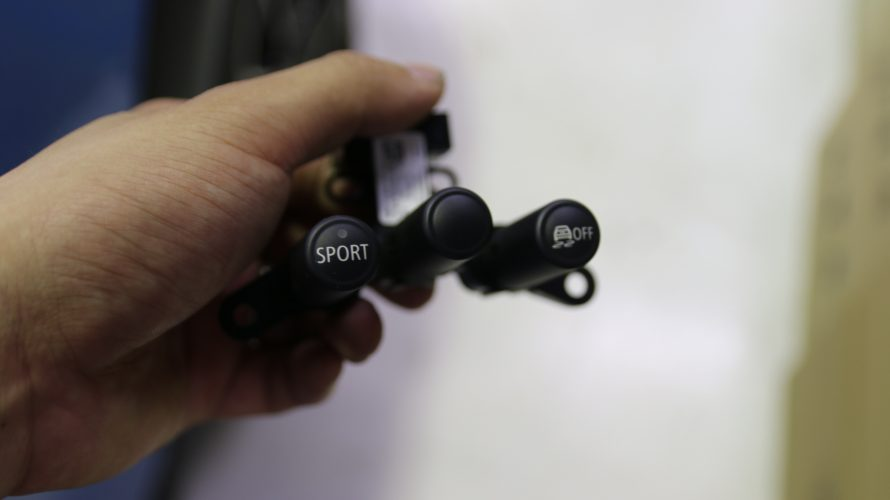 MINI R56に後付けスポーツボタンお取り付け!