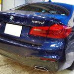BMW G30にメンテナンスコーティング、そしてトランクガードPPF追加も即時対応可能でございます☆